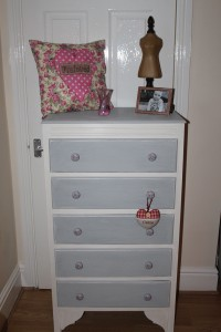 Vintage Drawers with a little secret !