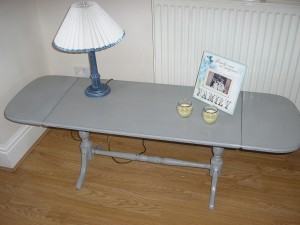 A lovely sofa coffee table with drop down leaves  Very unusual table and painted in Annie Sloan Lois Blue  Waxed and distressed with lovely detailing to the legs  Size Height 18 inches Depth 16 inches  Width with leaves down 33 inches open 52 inches  £40